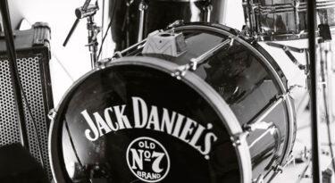Jack Daniel's coloca bandas dentro de seus posts