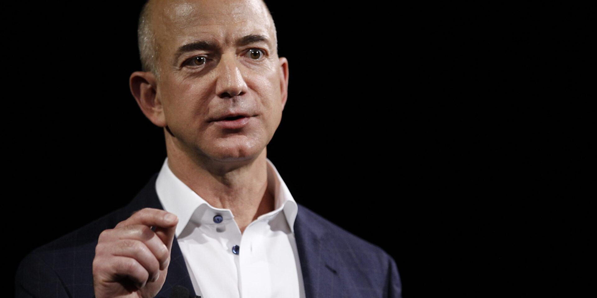 O que levou Jeff Bezos a deixar a liderança da Amazon?