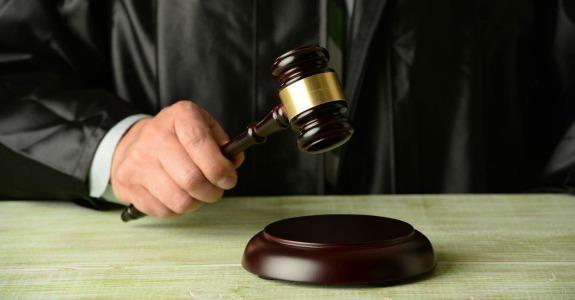 Juiz bate o martelo