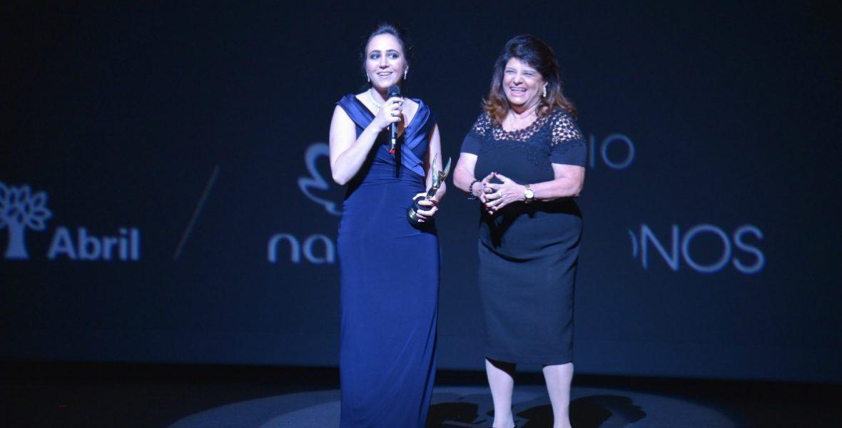 Negócios - Cristina Junqueira recebe prêmio de Luiza Trajano