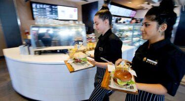 Por que o McDonald's contratará pessoas em situação de rua