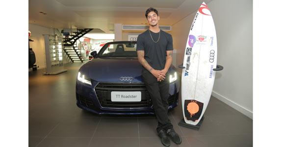 Gabriel Medina é novo atleta no time da Audi