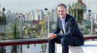 CEO da Netflix garante tarifa congelada no Brasil