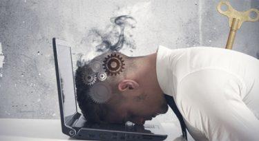 Prazos, demandas e reuniões: o que pressiona a rotina das agências?