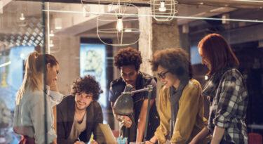 Modo workaholic das agências repele novas gerações