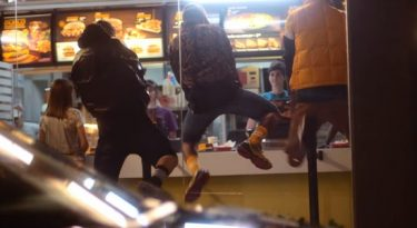 McDonald's cria funk e sertanejo para sanduíches de Cheddar