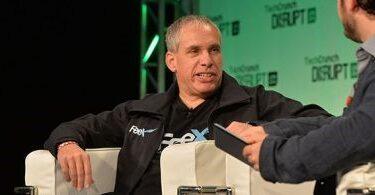 Uri Levine, criador do Waze, fala com exclusividade ao repórter Luis Pacete