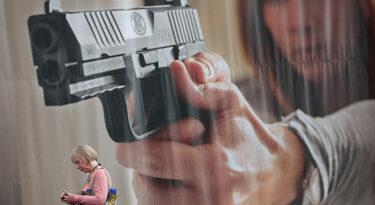 EUA: Indústria de armas usa alternativas para compra de mídia