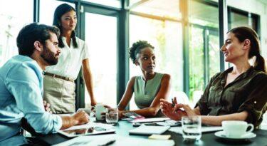 O que leva uma empresa a abrir mão do CMO?