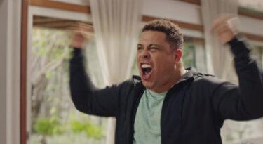Snickers coloca Ronaldo Fenômeno na torcida da Argentina