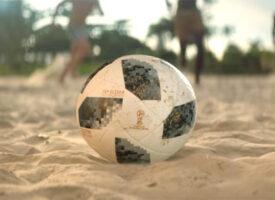 Com emoção e humor, emissoras de TV convidam para a Copa