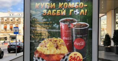 Direto da Rússia: Mobiliário urbano é tomado pelo futebol