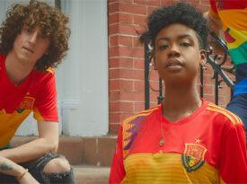Com apoio de Pelé, campanha pede fim da homofobia no futebol
