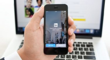 LinkedIn cria anúncios via mensagens diretas