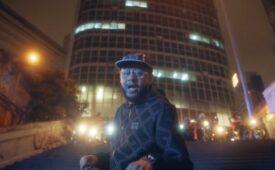 Emicida e Fióti lançam rap do motoboy para iFood