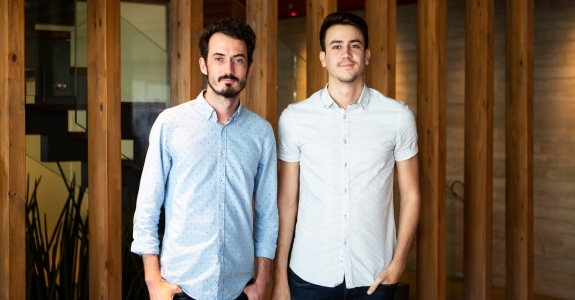 DPZ&T contrata dupla de criativos