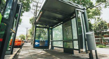 Pontos de ônibus viram local de experiência de marcas
