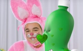 Dolly recria campanha de Páscoa com crianças originais