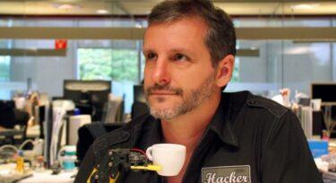 Hands Mobile admite Pedro Gravena