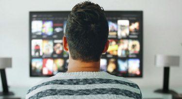 Em meio à ameaça de novos players, Netflix amplia assinantes