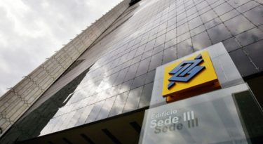 Dança das contas: Banco do Brasil, Domino's e outras