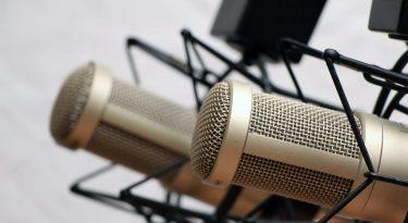 Tudo que você precisa saber sobre podcast e quem ouve esse formato