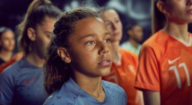 Nike coloca garota em campo em campanha para Copa Feminina