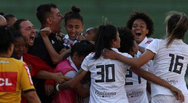 Após Copa, marcas seguem apoiando futebol feminino
