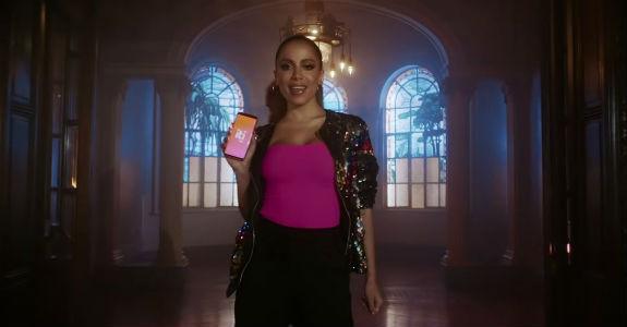 Itaú promove plataforma Iti em campanha com Anitta