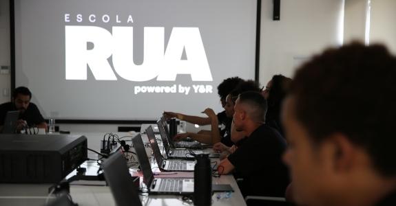 Y&R forma primeira turma da Escola Rua