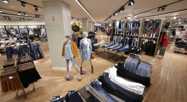 Na moda, experiência em loja física importa