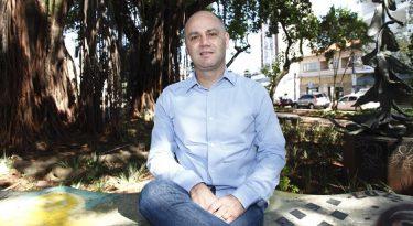 Africa contrata Alexandre Peralta para a criação