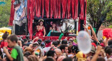 Alexa, da Amazon, conduz bloco de Carnaval em São Paulo