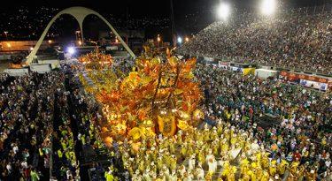 Blocos de rua e desfiles: a cobertura da TV no Carnaval