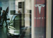 Tesla se torna a montadora mais valiosa do mundo