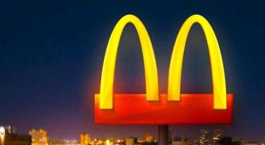 McDonald's fecha salões e parte arcos dourados ao meio
