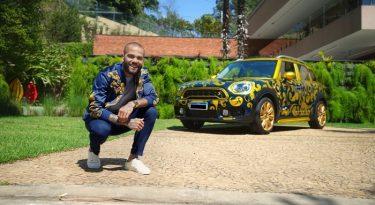 Dani Alves vende carro autografado no Mercado Livre
