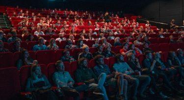 Cinemas voltam com novos filmes e soluções publicitárias