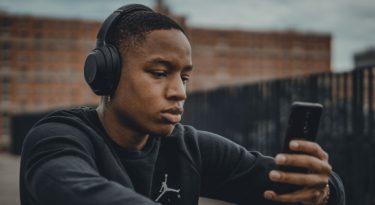 Geração Z usa áudio para se manter sã