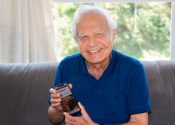 Aos 93 anos, Cid Moreira lança rádio digital