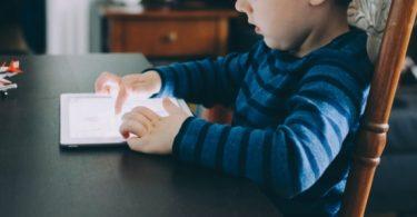 Como proteger as crianças na internet em 2021
