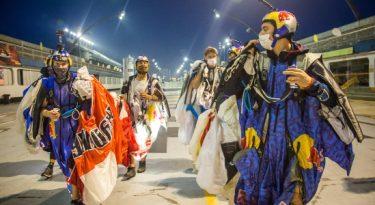 "Red Bull usa skydive para ""pular Carnaval"" em São Paulo"