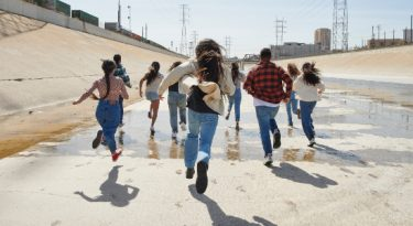 Levi's foca em moda circular ao lado de jovens ativistas