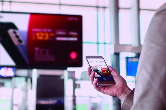 PHYGITAL OOH — Plataforma que tem o mobile como ponto de conexão entre as ações de OOH e as pessoas visando aumentar o impacto e interação das campanhas. Todas as estratégias passam a contar com a mídia geolocalizada, que mapeia a audiência e amplia a cobertura, mensuração e eficácia das comunicações para os clientes.