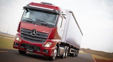 Mercedes-Benz batizará caminhões com sobrenome do dono