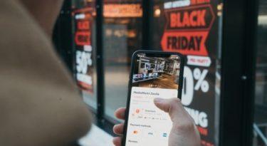 Black Friday: 92% dos brasileiros consultam preços antes de comprar
