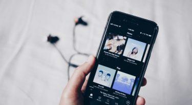 Spotify lança opção de assinatura de podcasts nos EUA