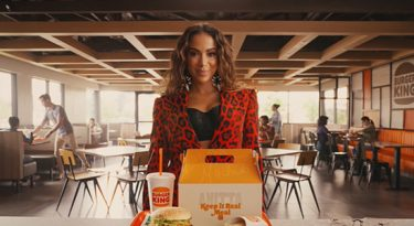 VMA e sotaque: os bastidores da parceria de Anitta com o Burger King