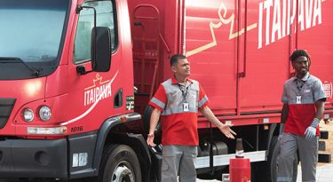 Itaipava usa funcionários como protagonistas de campanha