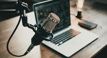 Com podcasts, Bloomberg Línea amplia cobertura